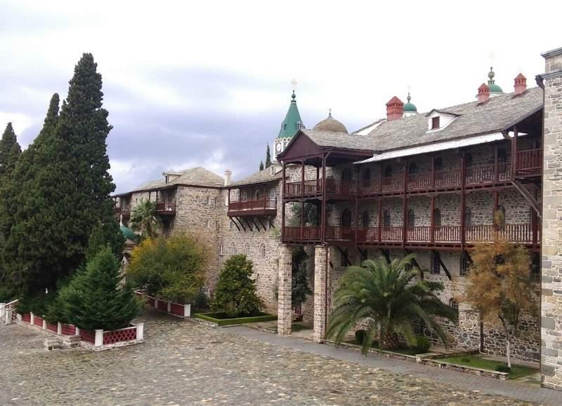 Свято-Пантелеимоновский монастырь (Россикон) Монастырский комплекс. Внешняя стена.